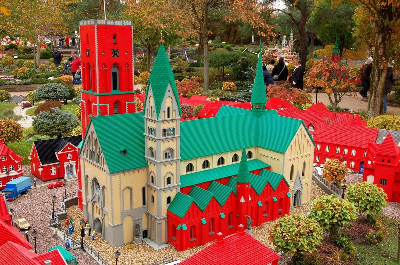 Parcul Legoland este o încântare pentru cei mari și cei mici deopotrivă