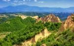 Piramidele de nisip din Melnik sunt un alt punct de atracție pentru turiști