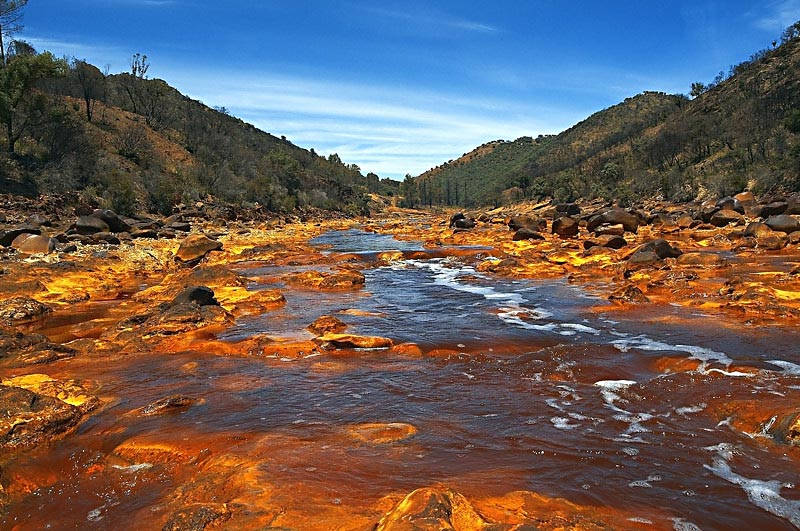 Apele roșiatice fac din Râul Tinto un loc unic!