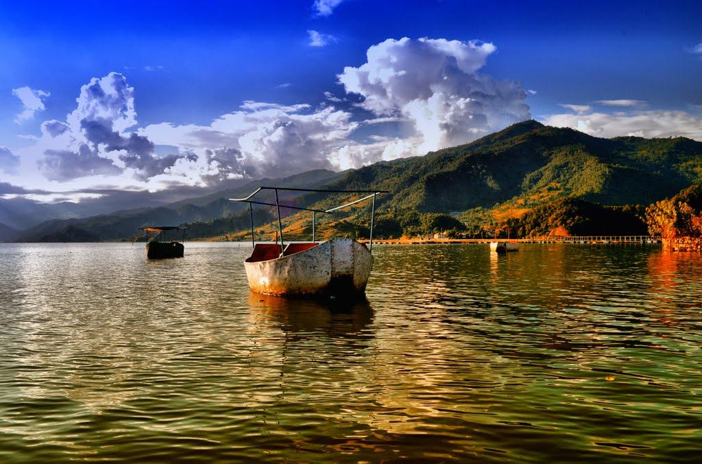 Lacul Phewa, oglinda munților din jur