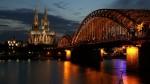Podul care trece peste Rin, cu Domul din Koln în fundal