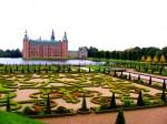 Superbele grădini din fața castelului