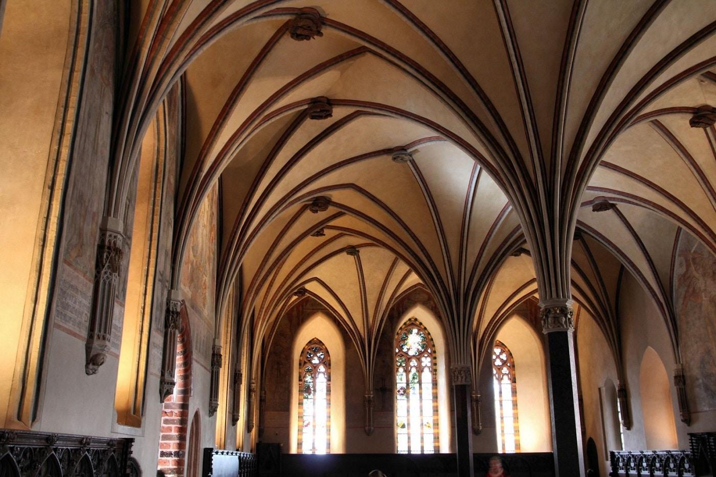 Castelul Malbork, evidenţiat şi mai mult de albul zăpezii