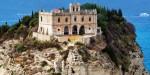 Edificiul s-a conservat bine în timp în ciuda cutremurelor devastatoare