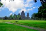 Numeroase spaţii verzi înconjoară Templul Prambanan
