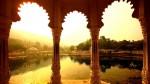 Vedere spre Lacul Pachola din interiorul palatului