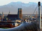 Cele două turnuri cu Munţii Alpi pe fundal