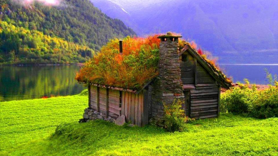 Căsuţă din lemn acoperită cu vegetaţie, Norvegia