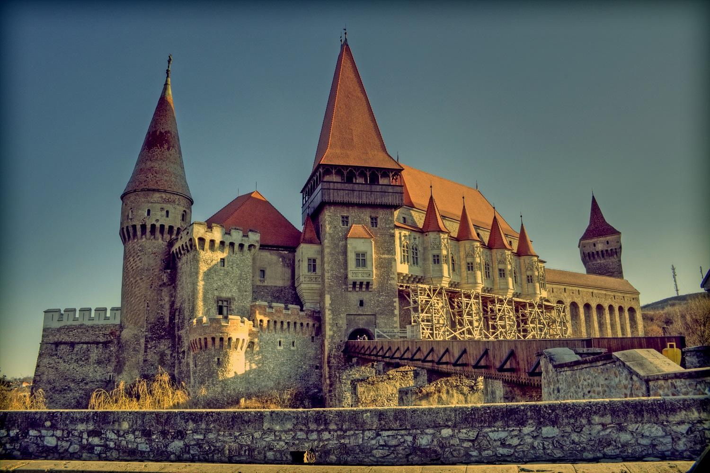 Castelul Corvinilor, Județul Hunedoara